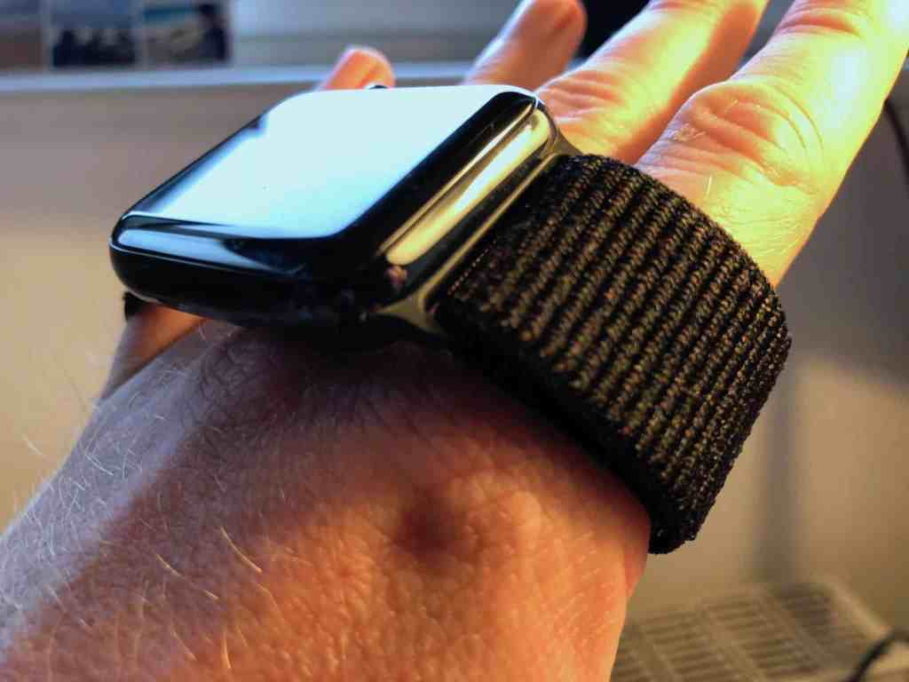 Apple Watch Sport Loop Test Bestseller: Das Apple Watch Sport Loop in Schwarz ist häufig ausverkauft. Foto: Sascha Tegtmeyer