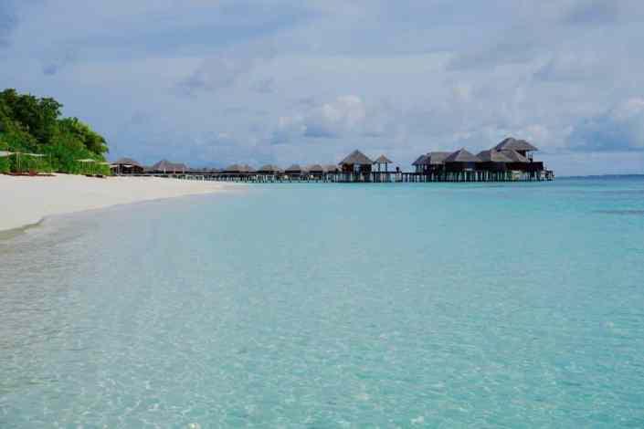 In der Lagune auf der Malediven-Insel Coco Bodu Hithi: Sonnen und baden gehen ist ein Genuß! Foto: Sascha Tegtmeyer