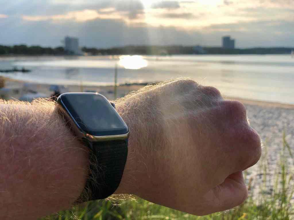 Die Apple Watch als multifunktionale Sportuhr ist ein idealer Begleiter im Urlaub – wir haben sie ausgiebig getestet. Foto: Sascha Tegtmeyer