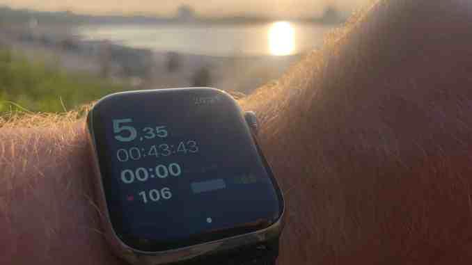 Wie schlägt sich die Apple Watch beim Joggen? Unser Erfahrungsbericht über die möglicherweise beste Laufuhr. Foto: Sascha Tegtmeyer