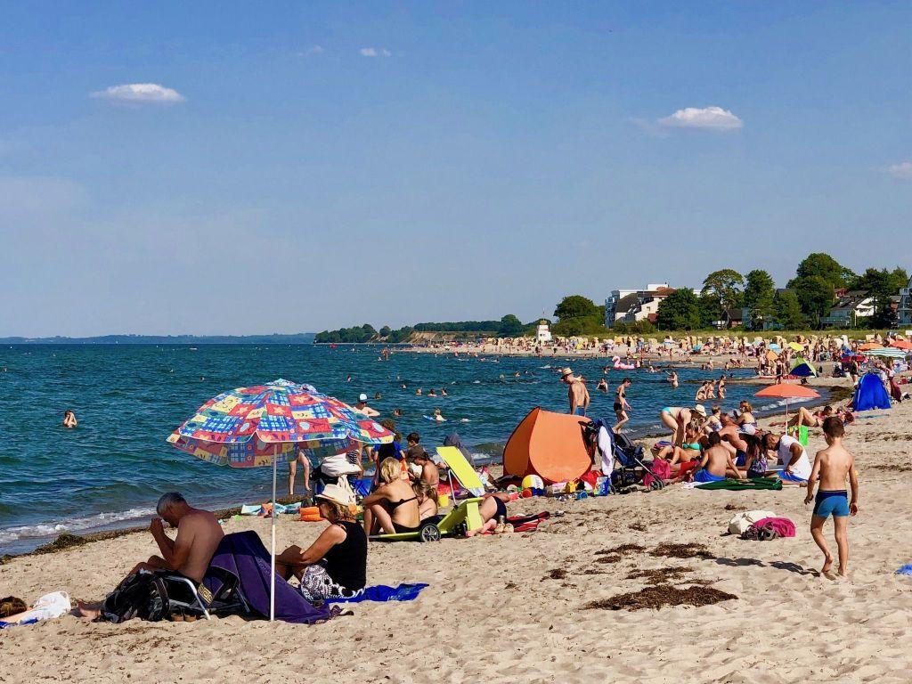 Wer vorsichtig ist, kann das Baden und Schwimmen in der Ostsee im Sommer voll und ganz genießen. Foto: Sascha Tegtmeyer