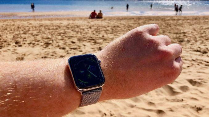 Mit der Smartwatch auf Reisen und im Urlaub? Es gibt gute Gründe, die sowohl dafür als auch dagegen sprechen. Foto: Sascha Tegtmeyer