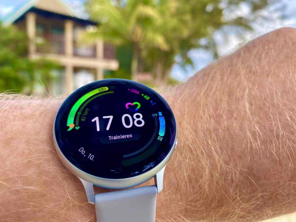 Besonders das Always-on-Display der Samsung Galaxy Watch Active 2 und die lange Akkulaufzeit haben uns auf ganzer Linie überzeugt. Foto: Sascha Tegtmeyer