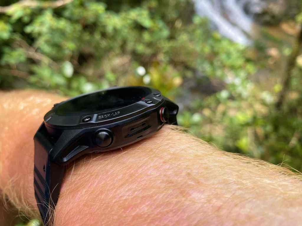 Robuste Outdoor-Smartwatch mit vielen praktischen Funktionen: Bei der neuen Garmin fenix 6 Pro hat der Hersteller an die Bedürfnisse von Sportlern und Abenteurern gedacht. Foto: Sascha Tegtmeyer