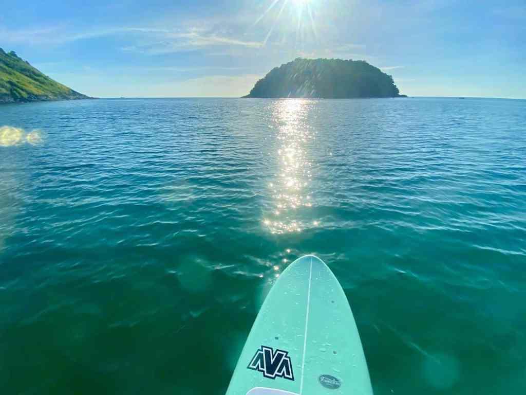 Ganz allein auf dem Wasser: Beim SUP kommt man in den seltenen Genuss, die Landschaft ganz allein genießen zu können. Foto: Sascha Tegtmeyer