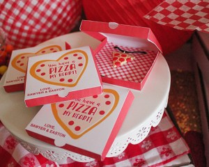 Mini Pizza Box Valentine (with tutorial and free printable!)