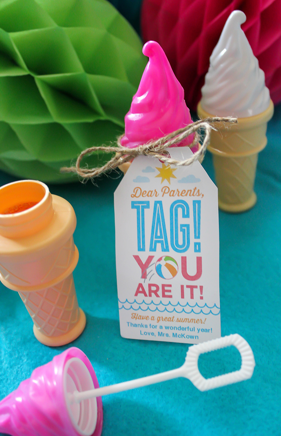 end of the school year gift idea, Dear Parents, Tag! You are it!, end of the school year gift, end of the school year classroom gift, end of the school year gift for students and families, funny end of the school year gift, tag, free printable, you're it, Just Add Confetti, Just Add Confetti free printable, end of the school year gift idea,