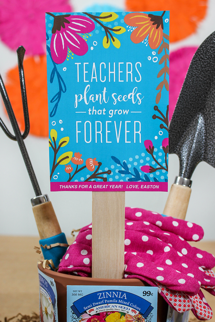 teachers plant seeds that grow forever, gardening teacher gift, teacher appreciation, teachers plant seeds, teacher gift, thank a teacher, gardening gift, gardening, free printable, Just Add Confetti, flowers, seeds, end of year gift,