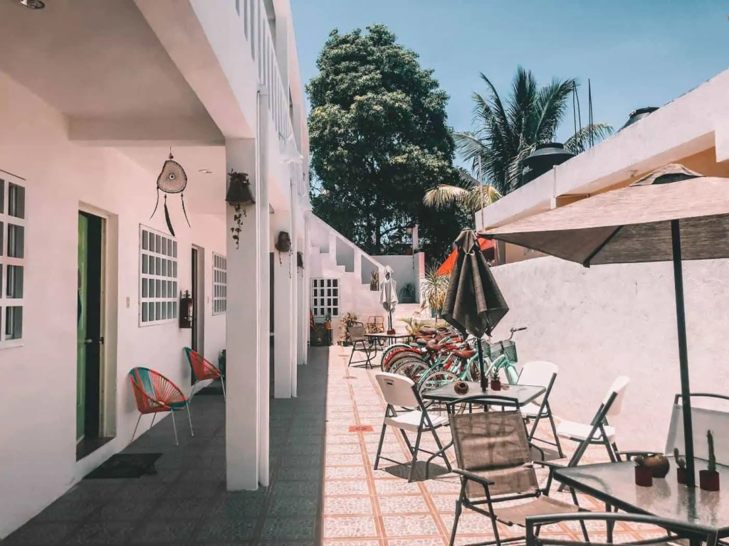 The Courtyard of Hotel Beach Inn