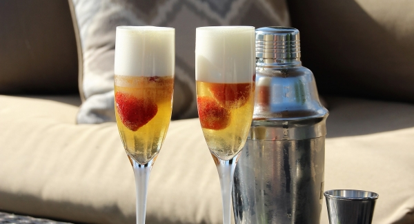 Lemon and Strawberry Bellini: All You Need to Know About Asti Spumanti