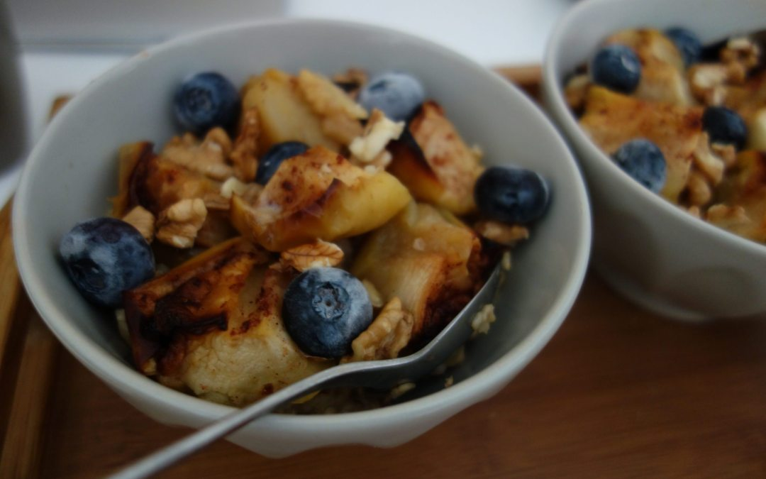 Summer healthy breakfast: Apple blueberries oatmeal