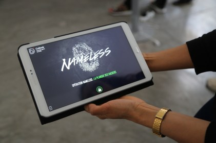 une tablette interactive pour résoudre les énigmes