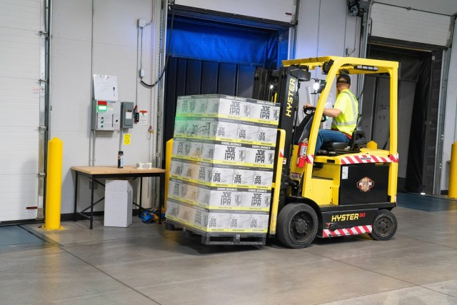 Vital Mounting And Dismounting Markers For Piggyback Forklift