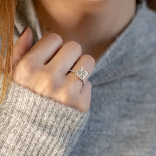 How do You Virtually Try on an Engagement Ring?