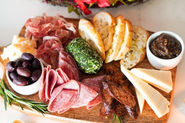 How to Make Simple Yet Perfect Charcuterie Board