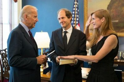 Samantha Power and Cass Sunstein White House Photo