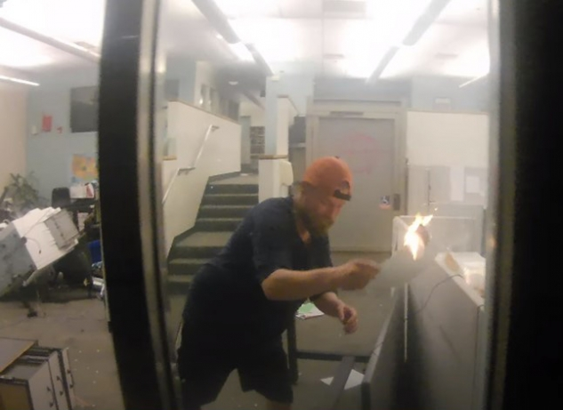 Schinzing spreading the fire in the Corrections Records Office by moving flaming papers into separate cubicles on May 29, 2020