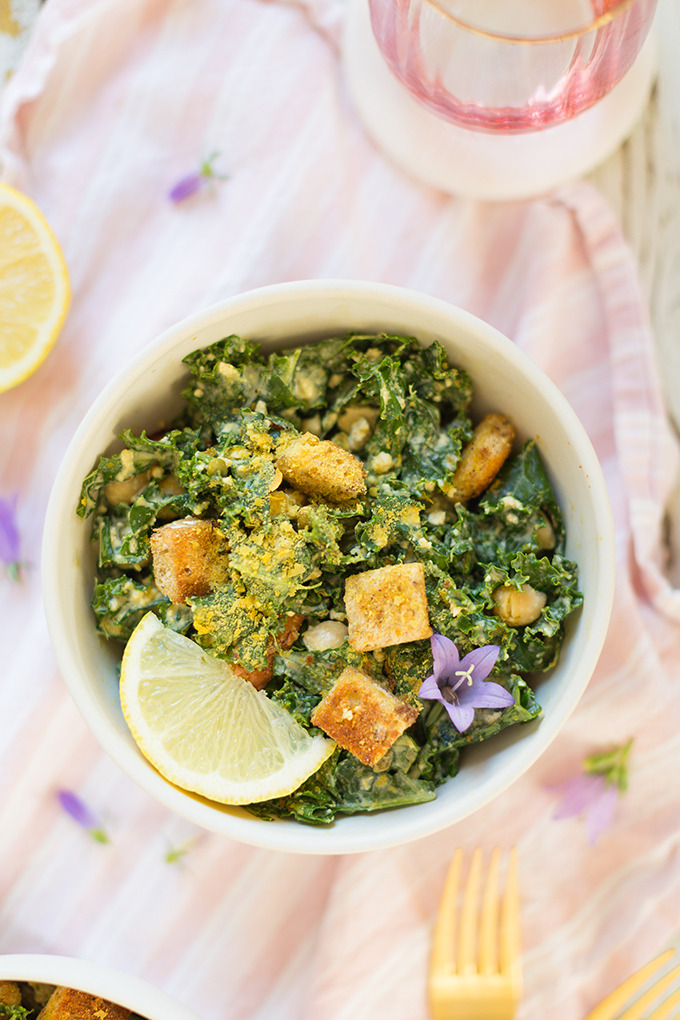 #Vegan Kale Caesar Salad with #GlutenFree Croutons | The Best Vegan Kale Ceasar Salad Recipe | Healthy, #PlantBased Summer Recipes | #MeatlessMonday // JustineCelina.com