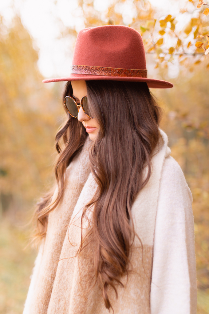 Casual Fall Style Staples   Casual Thanksgiving Outfit Ideas   Thanksgiving Outfit Ideas for Cold Weather   Canadian Thanksgiving Outfits   Casual Family Holiday Dinner Outfit Ideas   Family Thanksgiving Outfits   Bohemian Thanksgiving Outfit Ideas   Casual Boho Fall Outfit   The Best H&M Sweaters   The Best Flat Brimmed Hats for Fall 2019   Brunette Woman Wearing a Casual Fall Thanksgiving Outfit   Calgary Fashion & Lifestyle Blogger // JustineCelina.com