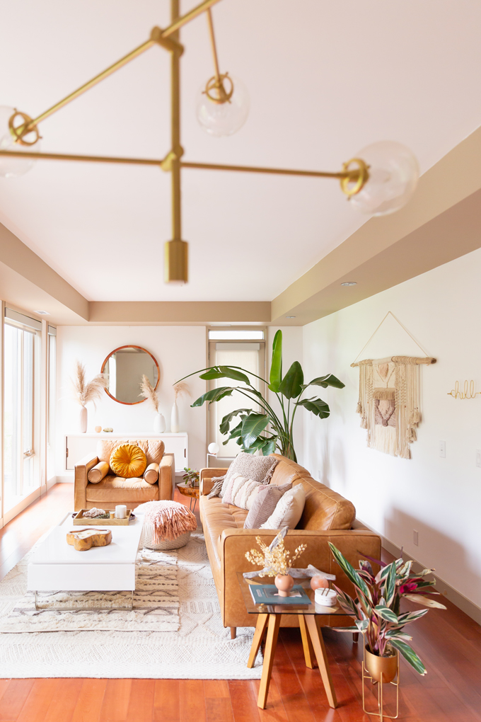How to Transition Your Decor Into Fall   Easy and inexpensive fall decorating ideas   JustineCelina's Inner City Calgary bohemian, mid-century modern apartment   A Bohemian, Mid-Century Modern Living Room featuring Dried Arrangements and Stromanthe Sanguinea   Fall Decor 2019 Trends   Bohemian, Mid Century Modern Fall Decor   Pantone Fall Winter 2019 / 2020 Interior Design Trends   Fall Decorating DIY   Calgary Lifestyle, Interior Design and Home Decor Blogger // JustineCelina.com