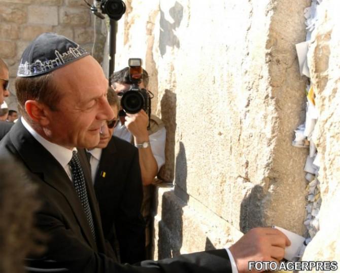https://i0.wp.com/www.justitiarul.ro/wp-content/uploads/2017/06/Basescu-Israel-Zidul-Plangerii.jpeg.jpg