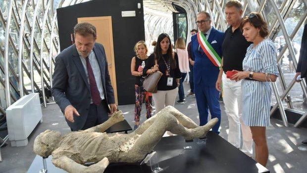 O REUNIUNE INFORMALĂ CARE ERA CÂT PE CE SĂ-I STRICE VACANȚA LUI KLAUS Deși era în Italia, el ar […]