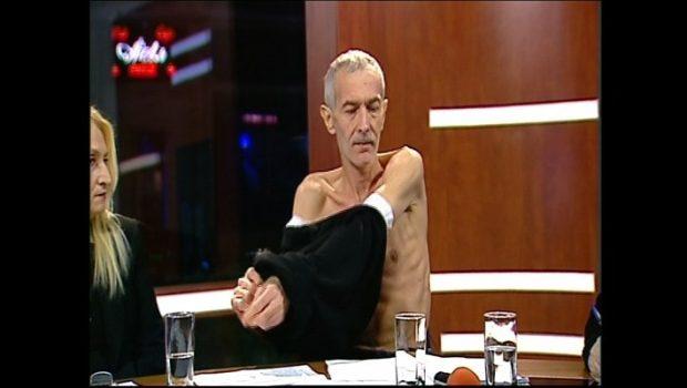 """""""Bomba"""" lui Mărieș – fumigena lui Iliescu """"Aniversările"""" și """"comemorările"""" din decembrie […]"""