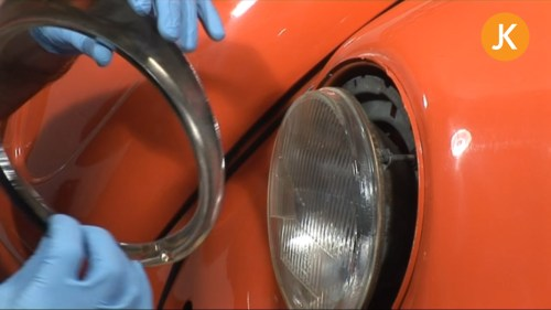 small resolution of changing a headlamp bulb on a vw beetle