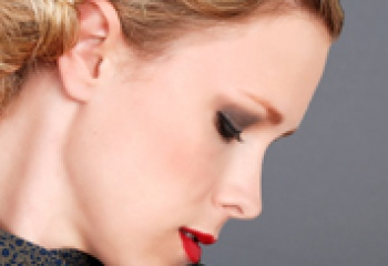 Макияж для серых глаз: варианты на все случаи жизни