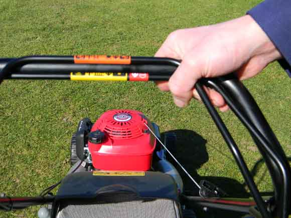 Honda Izy - self-propulsion handle engaged