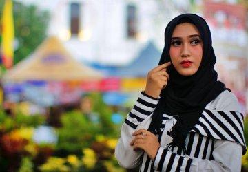 vrouw met hijab om hoofd