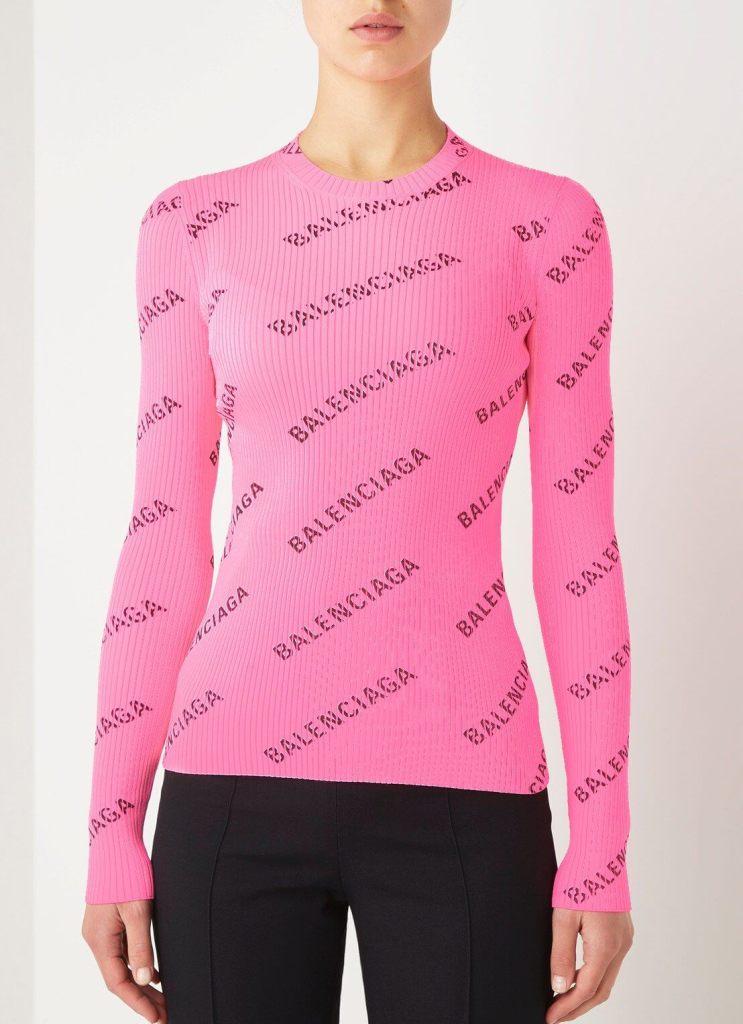Roze ribgebreide trui met all over print van Balenciaga.