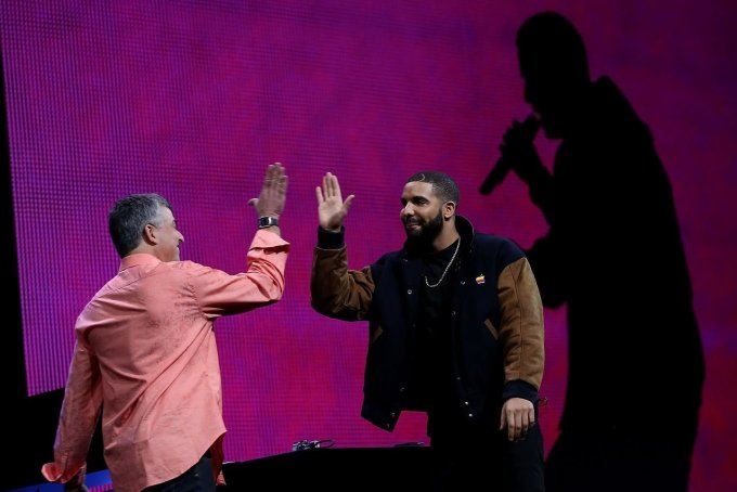 Apple reportedly paid to make Drake's 'Hotline Bling' music video