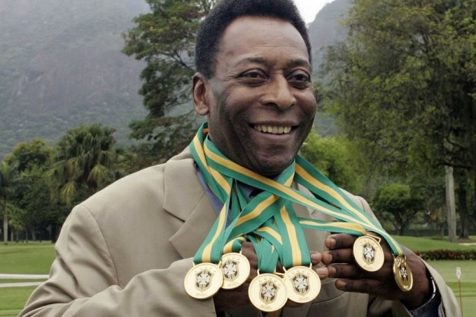 Can Pelé dribble past Samsung to score this goal?