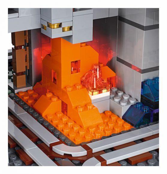 LEGO Minecraft Mountain (5)
