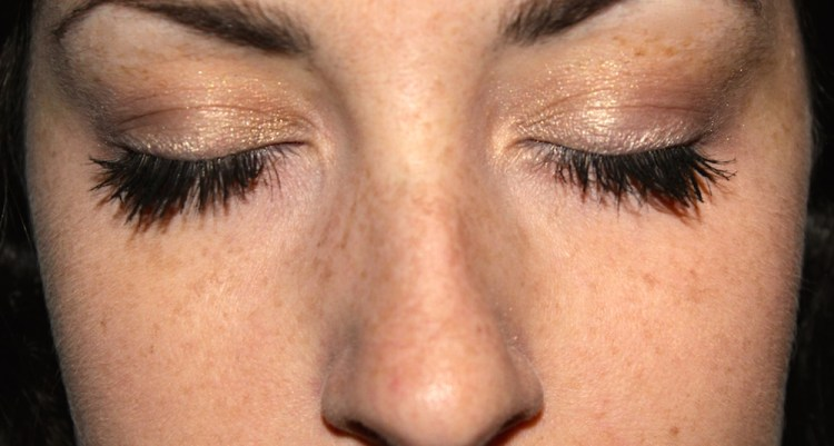 Natural Long and Healthy Eyelashes