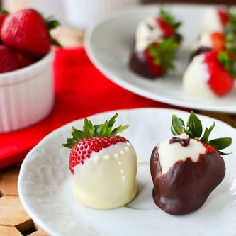 Chocolate Covered Bride and Groom Strawberries…and a Giveaway! [GIVEAWAY CLOSED]