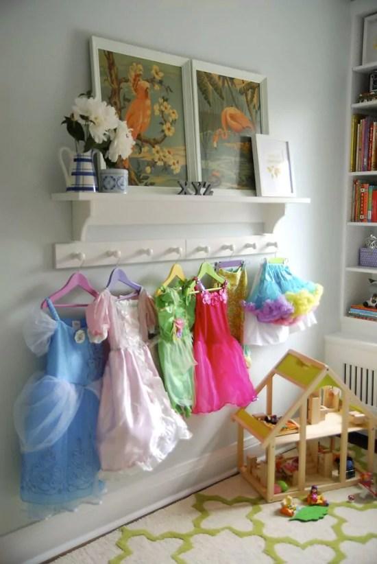 organizar fantasias das crianças - Just Real Moms