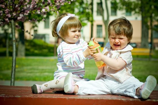 Ensinar a compartilhar - Just Real Moms