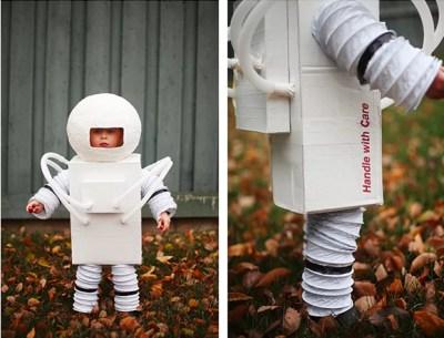 Menino com fantasia de astronauta