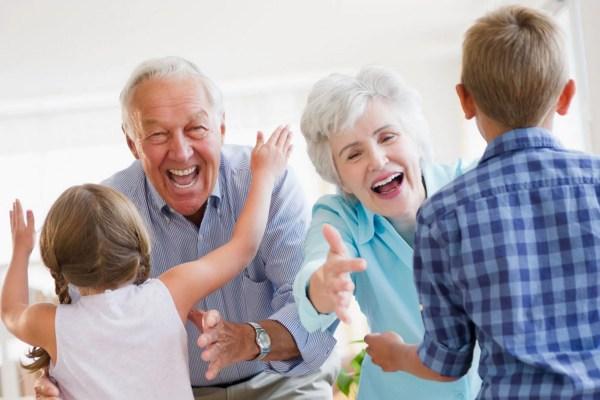 """10 maneiras dos avós se conectarem com seus netos. E sem essa de """"eleger"""" o neto favorito! - Just Real Moms"""