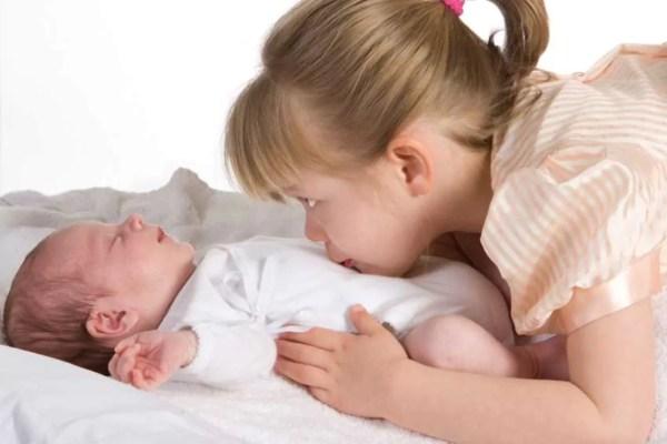 Para a mãe com uma criança e um bebê - Just Real Moms