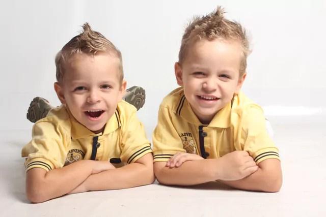 Cuidados no desenvolvimento de irmãos gêmeos - por Carla Poppa