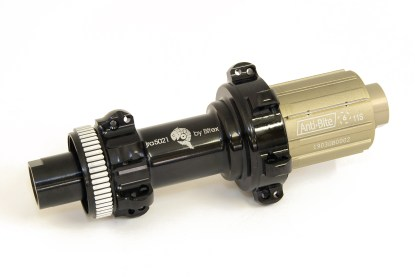 JRA centre-lock straight-pull rear hubs