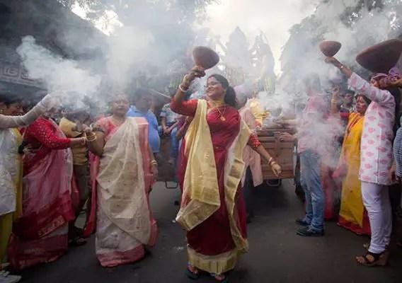 Dhunuchi Naach (traditional Durga Puja dance)