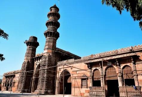Jhulta Minar - Mosque in Ahmedabad, Gujarat