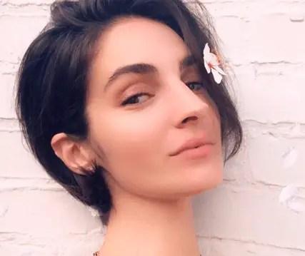 Emina Cunmulaj - American model
