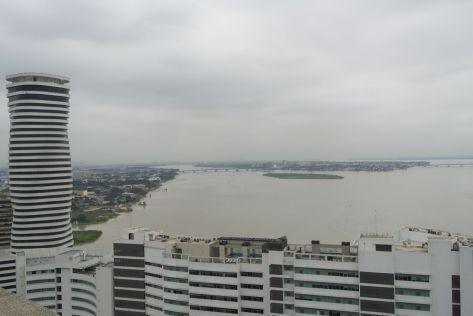 uitzicht over de stad en rivier