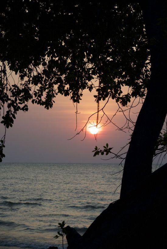 De zon komt weer prachtig op boven het meer