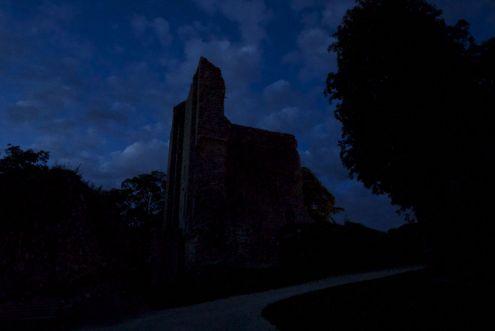 De burcht bezoeken in het donker is een leuke ervaring
